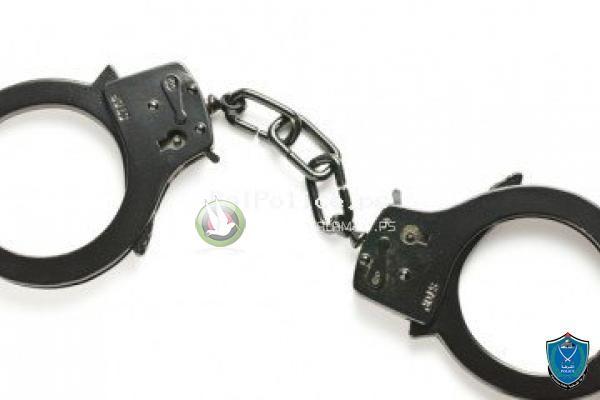 الشرطة تقبض على شخص قام بسرقة مصاغ ذهبي من منزل بقيمة 20 ألف دينار في طولكرم