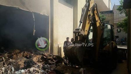 اخماد حريق داخل عمارة سكنية في قلقيلية