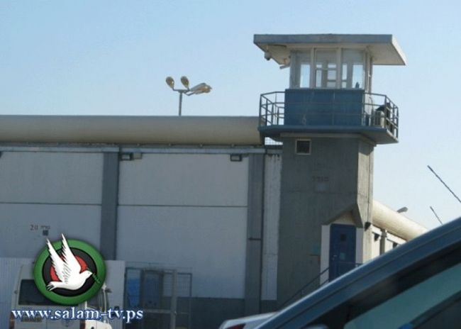'مانديلا':إدارة سجن تلموند تمارس سياسة التجويع بحق الأسرى