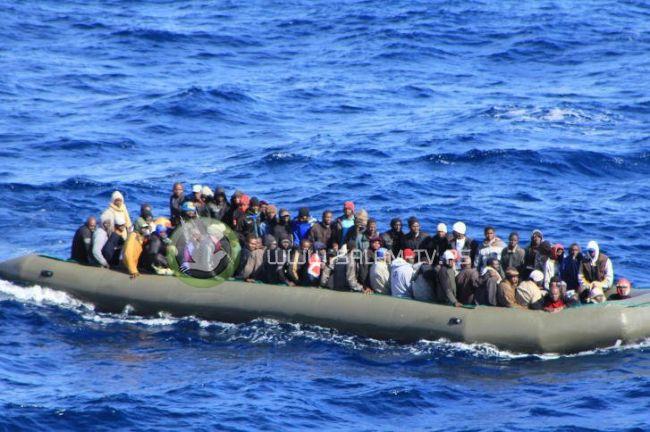 إنقاذ آلاف اللاجئين قبالة السواحل الليبية