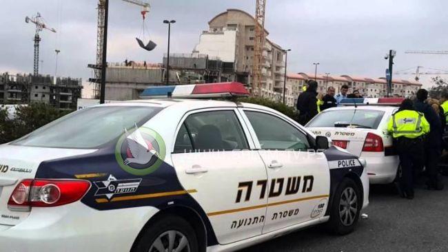 شبان يحطمون 3 سيارات لشرطة الاحتلال بالعيسوية