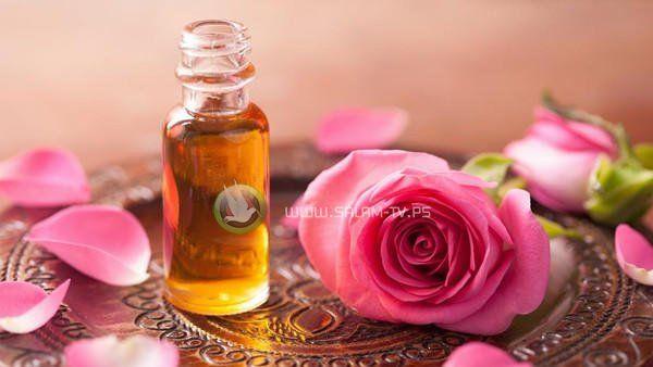 هل تعلمين كيف يعتني زيت الورد بجمالكِ؟