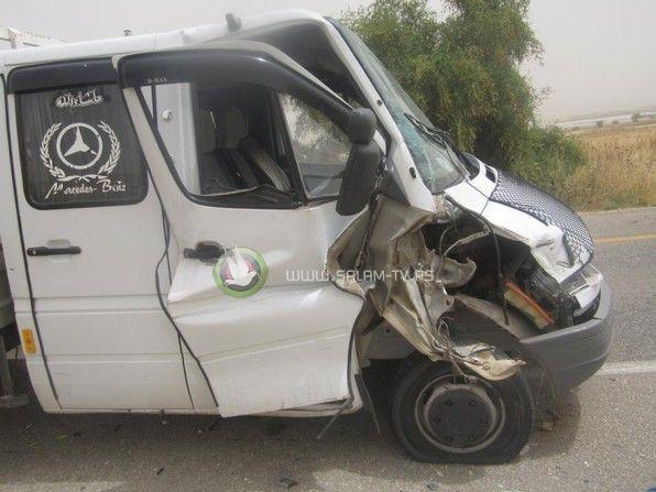 صورة: دبابة اسرائيلية تصدم سيارة فلسطينية في الاغوار