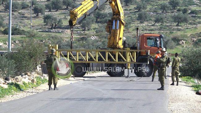 """الاحتلال يضع مكعبات إسمنتية أمام """"بوابة 104"""" غرب طولكرم"""