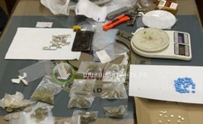 الخليل: القبض على تاجر مخدرات وبحوزته أكثر من كيلو جرام من المواد المخدرة