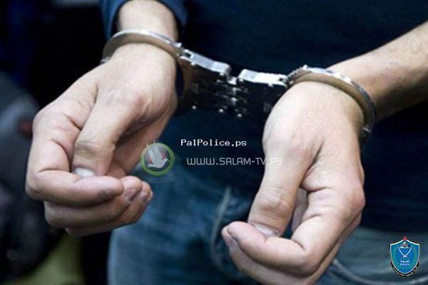 الشرطة تكشف ملابسات سرقة عدد من لوحات المركبات