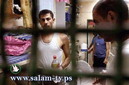 الاحتلال يعاقب الأسرى بسحب المراوح من الغرف والزنازين في ظـل الحر