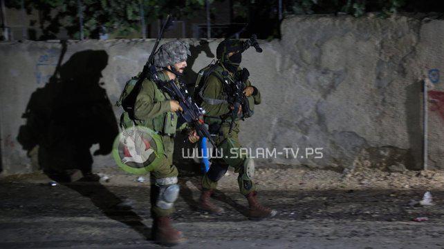 الاحتلال يعتقل 8 مواطنين في الضفة