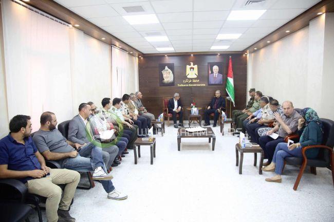 محافظ طولكرم عصام أبو بكر يلتقي رئيس هيئة شؤون الأسرى والمحررين