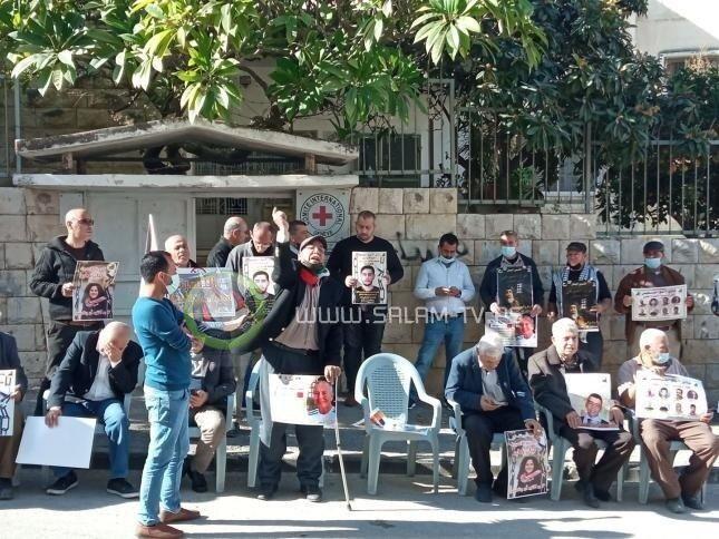 طولكرم: ذوو الأسرى يحمّلون الاحتلال المسؤولية الكاملة عن حياة أبنائهم .. فيديو