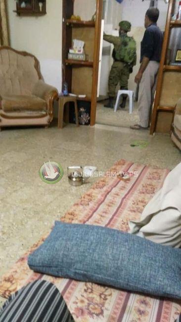 طولكرم: الاحتلال يعتقل الشقيقة الثانية لنعالوه ويواصل تفتيش المنازل والمنشآت