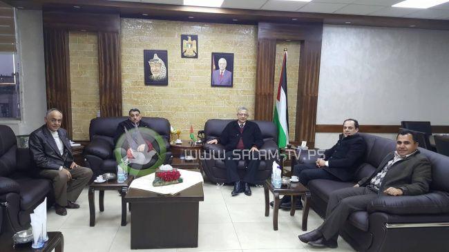 المحافظ أبو بكر يطلع على التحضيرات لإجراء انتخابات غرفة تجارة وصناعة طولكرم
