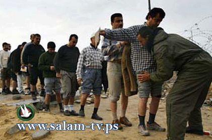 عمال طولكرم يضربون عن العمل احتجاجاً على إجراءات الاحتلال على معبر الطيبة