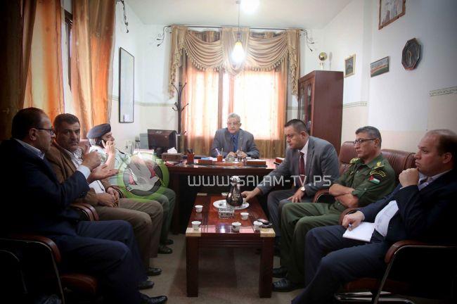 المحافظ أبو بكر يزور مديرية الشؤون المدنية بطولكرم بمشاركة عدد من مدراء الأجهزة الأمنية