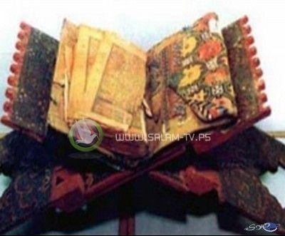 شاب يمني يعثر على أقدم نسخة للقرآن الكريم وسيف يُنسب لعلي بن أبي طالب