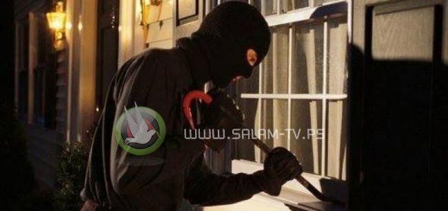 الشرطة تلقي القبض على 6 أشخاص بتهمة السرقة في طولكرم