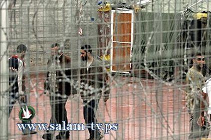 أسرى عدة سجون يخوضون إضراباً عن الطعام غداً