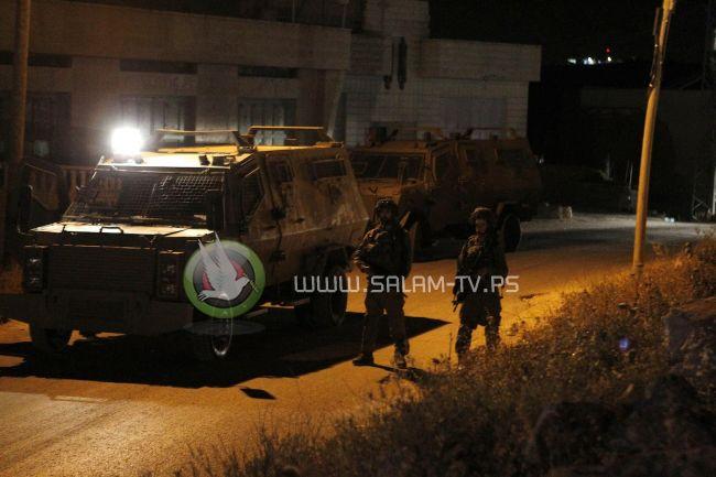 قوات الاحتلال تعتقل (3) مواطنين من نابلس ومخيم قلنديا