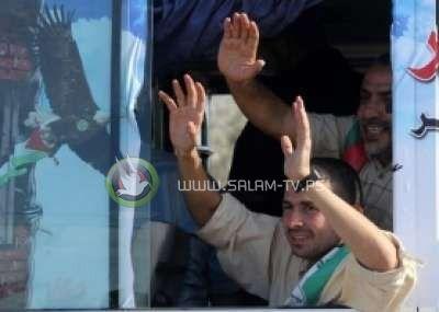 شاهد الاسماء: الاحتلال يسمح بعودة 18 أسير مبعد إلى غزة والخارج لأراضيهم في الضفة