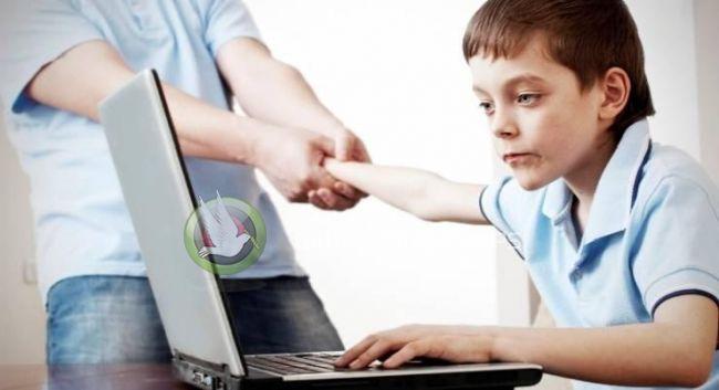 طبيب تركي: إدمان الطفل للتكنولوجيا يبدأ من الأبوين
