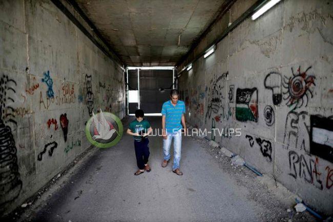 بأمر الاحتلال.. عائلة الحجاجلة معزولة بين القفل والسياج