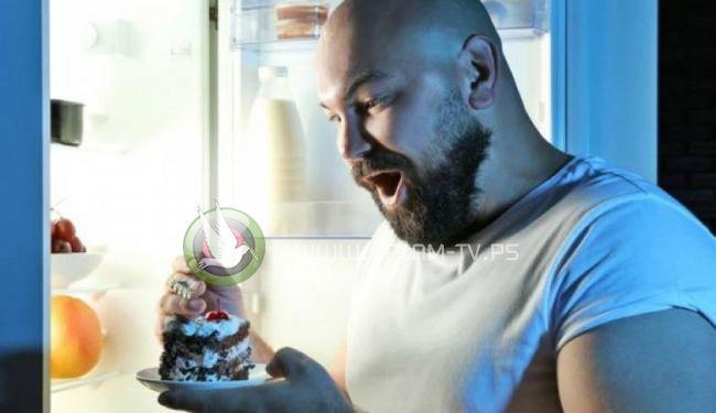 العلماء يكتشفون مخاطر تناول الطعام في وقت متأخر