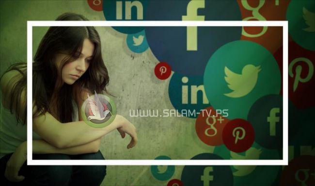الفتيات يزددن تعاسة والسبب مواقع التواصل الاجتماعي والامتحانات