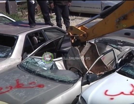 الشرطة تتلف 30 مركبة وتلقي القبض على 10 مطلوبين بنابلس