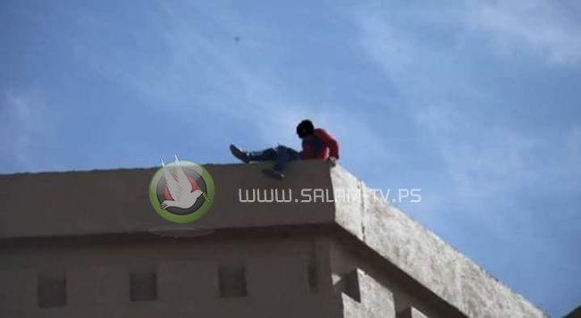 طاقم الإنقاذ في محافظة طولكرم ينقذ مواطن ثلاثيني حاول الانتحار في مخيم طولكرم