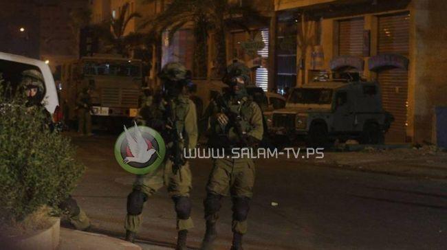 الاحتلال يعتقل خمسة مواطنين بينهم أسيرة محررة في رام الله