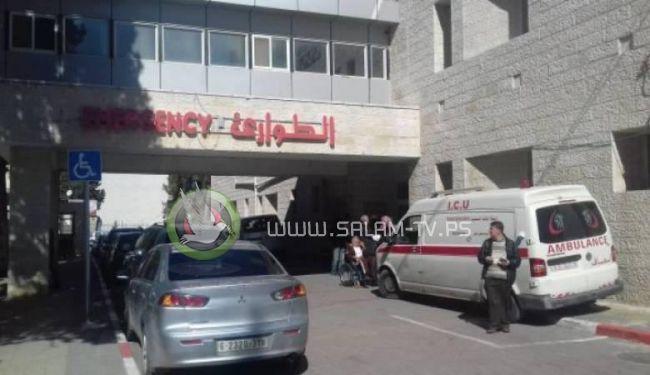 مجمع فلسطين الطبي : الأطباء ينقذون شاباً من موت محقق