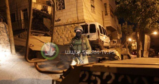 قوات الاحتلال تعتقل شاباً من بلدة علار شمال طولكرم