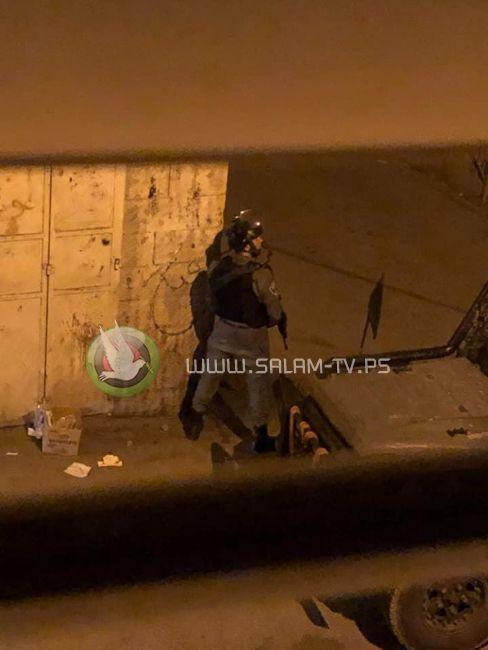 قوات الاحتلال تفجر أبواب عشرات المنازل والمتاجر في دير الغصون شمال طولكرم