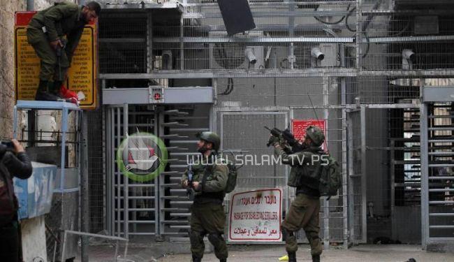 قوات الاحتلال تعتقل فتاة بزعم حيازتها سكين في الخليل