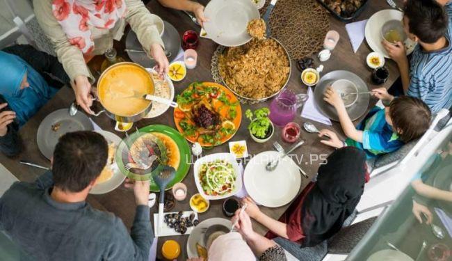 داعية مصري: يجوز الإفطار لمن يقل راتبه عن 500 دولار