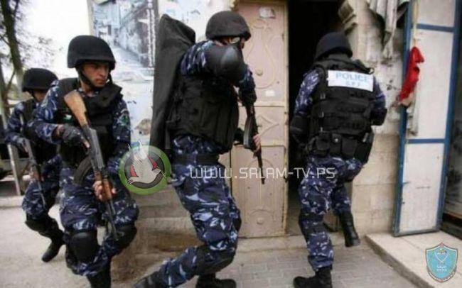 الشرطة تقبض على شخص صادر بحقه 20 مذكره قضائية بقيمة نصف مليون شيقل في طولكرم