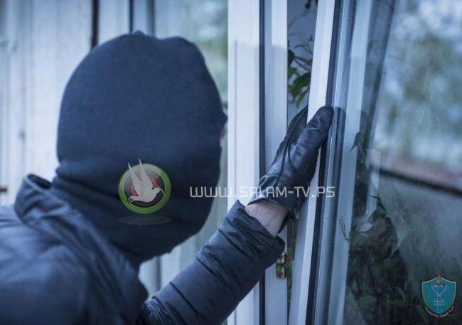 الشرطة تقبض على شخص قام بسرقة مصاغ ذهبي بقيمة 2000 دينار بطولكرم