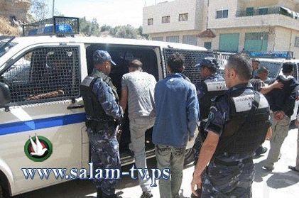 إلقاء القبض على شخص بتهمة حيازة مواد مخدرة في طولكرم