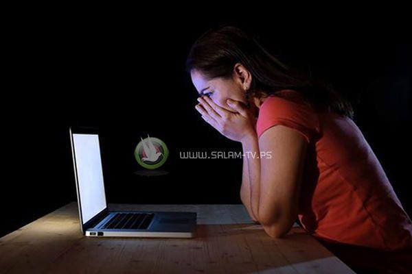 الشرطة تقبض على فتاتين يشتبه بهن بالتشهير بشخصين عبر موقع الفيس بوك في نابلس