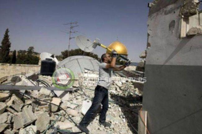 الاحتلال يجبر مواطنا على هدم منزله جنوب القدس