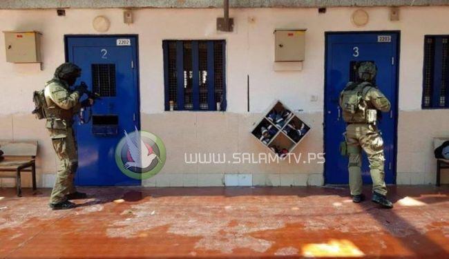 100 اسير يواصلون اضرابهم المفتوح عن الطعام