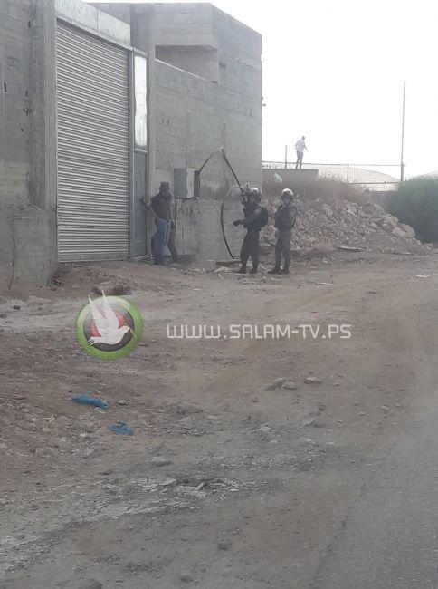 قوات الاحتلال تستولي على كرفان زراعي جنوب طولكرم