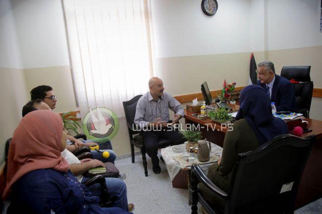 محافظ طولكرم عصام أبو بكر يجتمع مع مختصين من الاتصالات وتكنولوجيا المعلومات وسلطة جودة البيئة ضمن حملة للكشف عن محطات الهاتف المحمول
