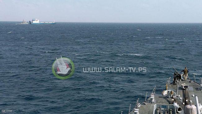 مواجهة متوترة بين مدمرة صاروخية أميركية وسفينة إيرانية