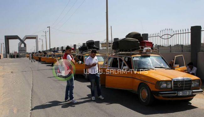 صحيفة هآرتس: إسرائيل تجبر المسافرين من غزة على التعهد بعدم العودة قبل عام