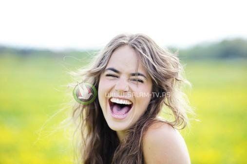 دراسة: الضحك لدقيقتين يعادل الجري لعشرين دقيقة