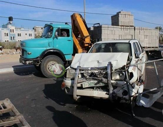 اصابة مواطنين بحادث طرق