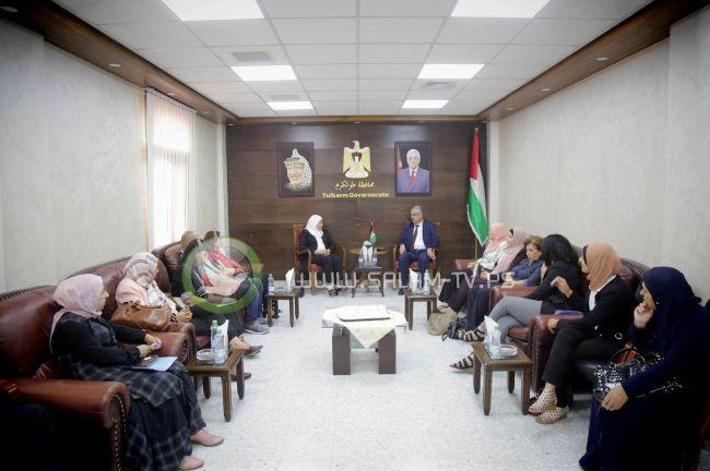 محافظ طولكرم عصام أبو بكر يلتقي وزيرة شؤون المرأة د. أمال حمد