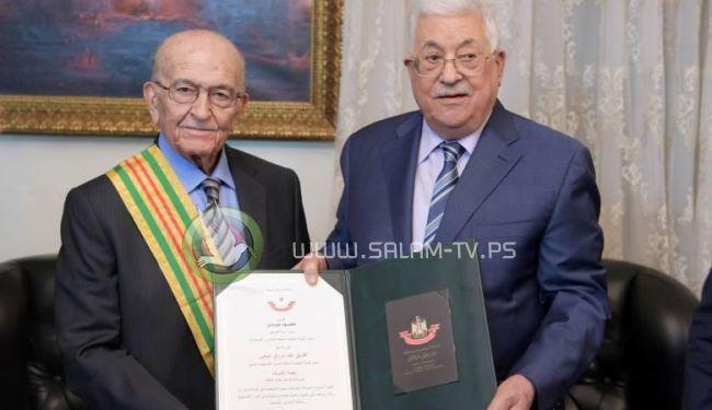 الرئيس يمنح الفريق عبد الرزاق اليحيي نجمة الشرف