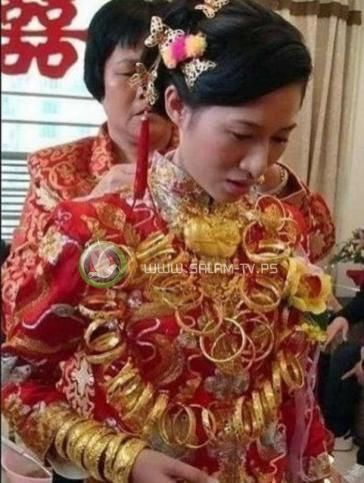 عريس يهدي عروسته وزنها ذهباً